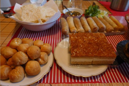 Htay Htay 為我們預備的一桌豐盛,全是色香味俱全的素菜!