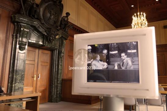 熒幕左手邊的是Hermann Goering,是當年納粹黨的第二把交椅,希特拉指明的繼任人。