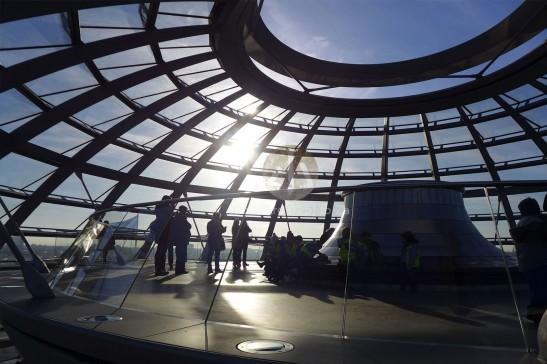 這是圓頂最高之處,我們坐在這裏好一段時間,享受陽光,也偷看這羣可愛的小學生。