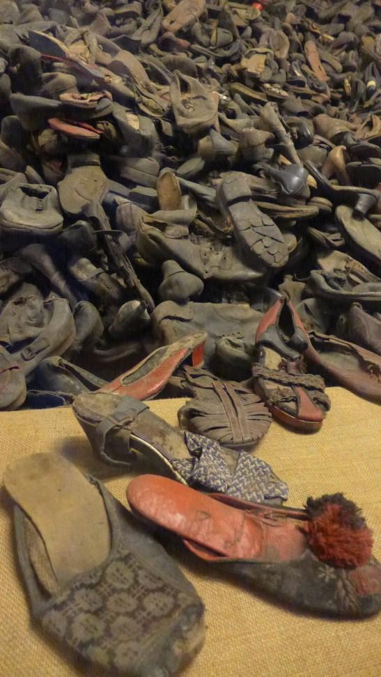 成千上萬的女裝鞋子,這只是冰山一角。