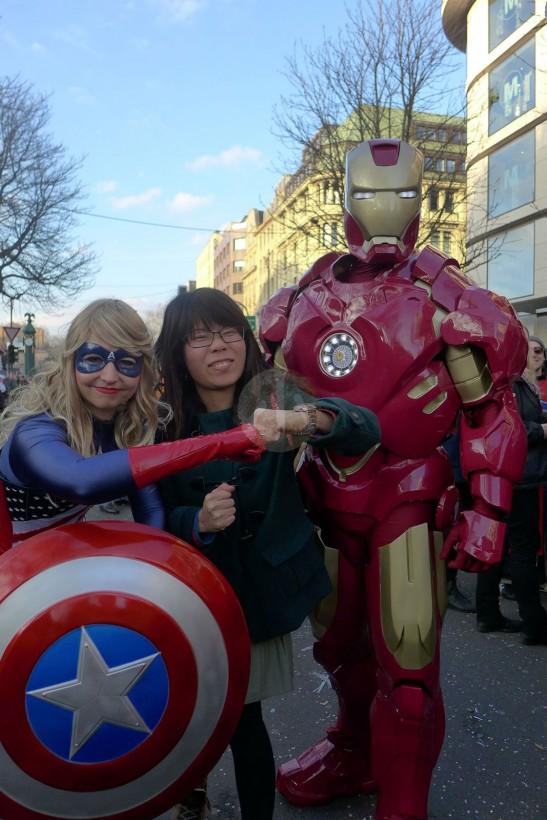 最認真的打扮!!我們和朋友在杜塞多夫遇見Ironman和女版美國隊長,Ironman的手掌還真的有燈啊!