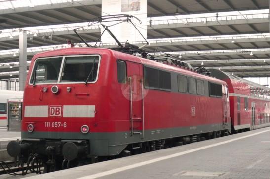 經典的DB紅色火車;這是兩年前蜜月旅行,一到達慕尼黑火車站,我第一張拍下的照片──我真的是一個火車控。