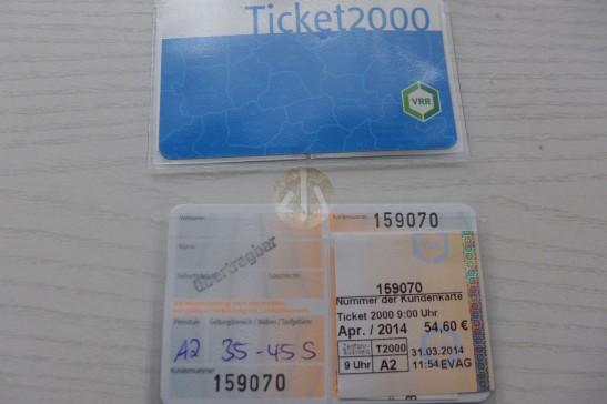 這是Ticket 2000的正面與背面。
