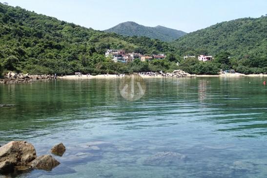 大部份旅行團遊客在海下村前沙灘走走,看看東風石,就算是海岸公園生態遊了。