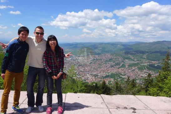 我們站在山頭最高點。