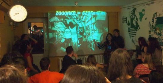 我們在講述板間房的情況,大家看到租金都嚇了一跳。Photo credit: International Café