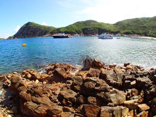 還未到暑假,白腊灣已有接近十艘船隻停泊。