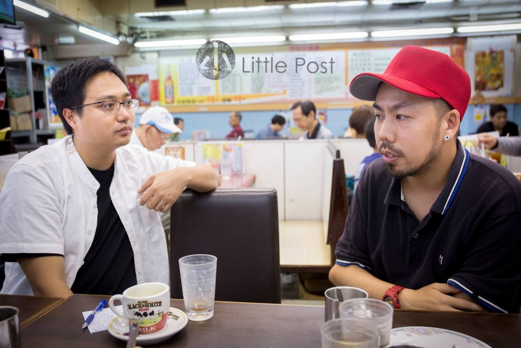 這次我們約了珏(右)和原人在牛頭角一間舊式茶餐廳做訪問,這間「祥發」1976年開業,早幾年老闆已經轉手,阿珏話:「嗰時啲阿姐喊晒呢」