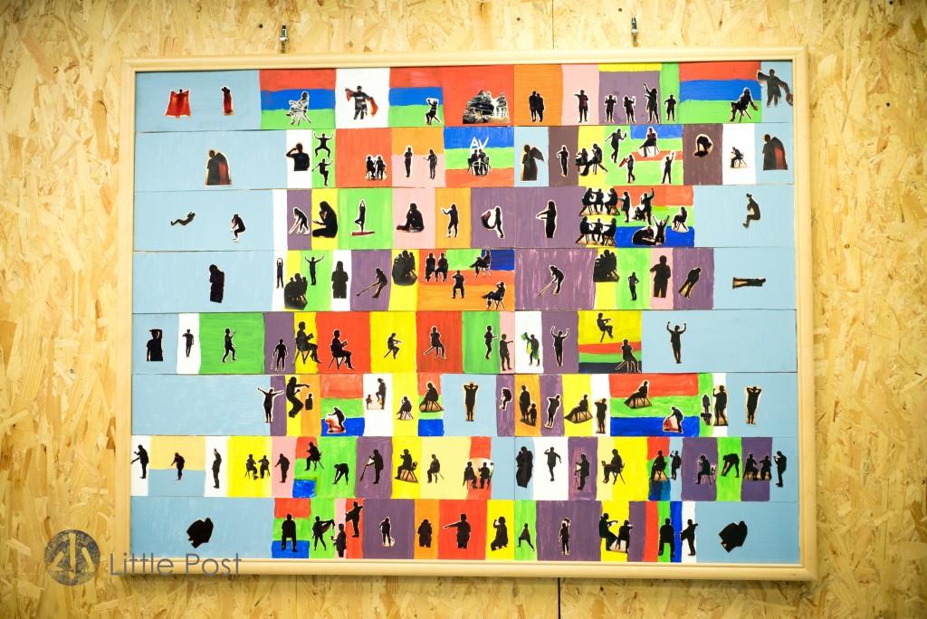 「天拉吧」的婦女組一同做了一幅名叫「我們的一天」彩帶剪影作品,一幅屬於婦女們的生活時間表。不同的顏色代表不同生活類型,好像藍色是休息,綠色是做運動。小宇說,工作坊開始初期,她們都不了解自己在做什麼,不知道什麼是藝術。只是在這兒剪剪貼貼,塗上顏色。完成後,方發現原來她們的心血結晶是如此美麗,那當真是一幅藝術品了,婦女們也有機會成為藝術家。