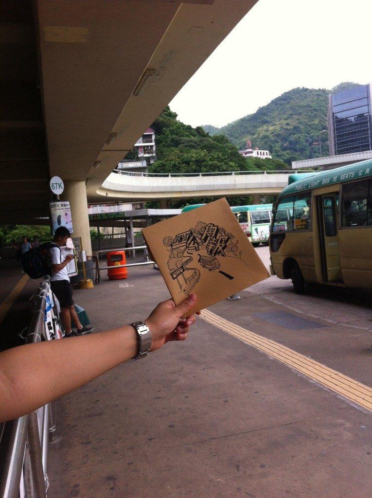 去年派發《亞公角報》,我們同時收集爭取低地台巴士的簽名。